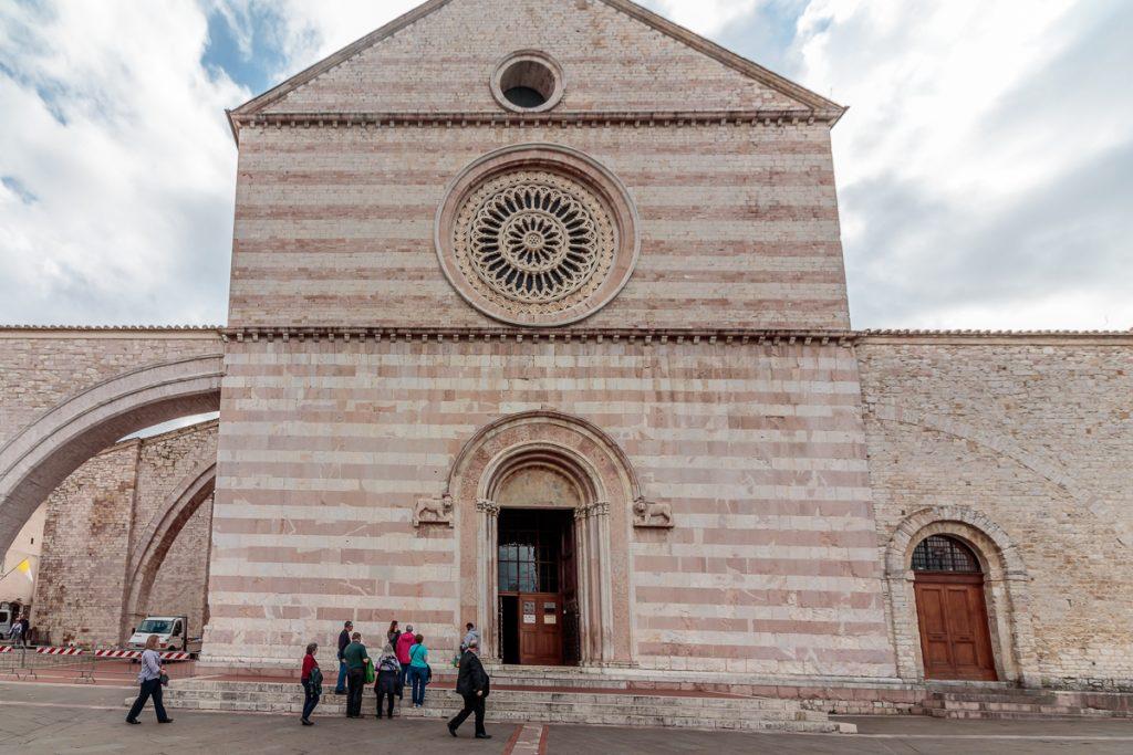 Facade of Basilica di Santa Chiara