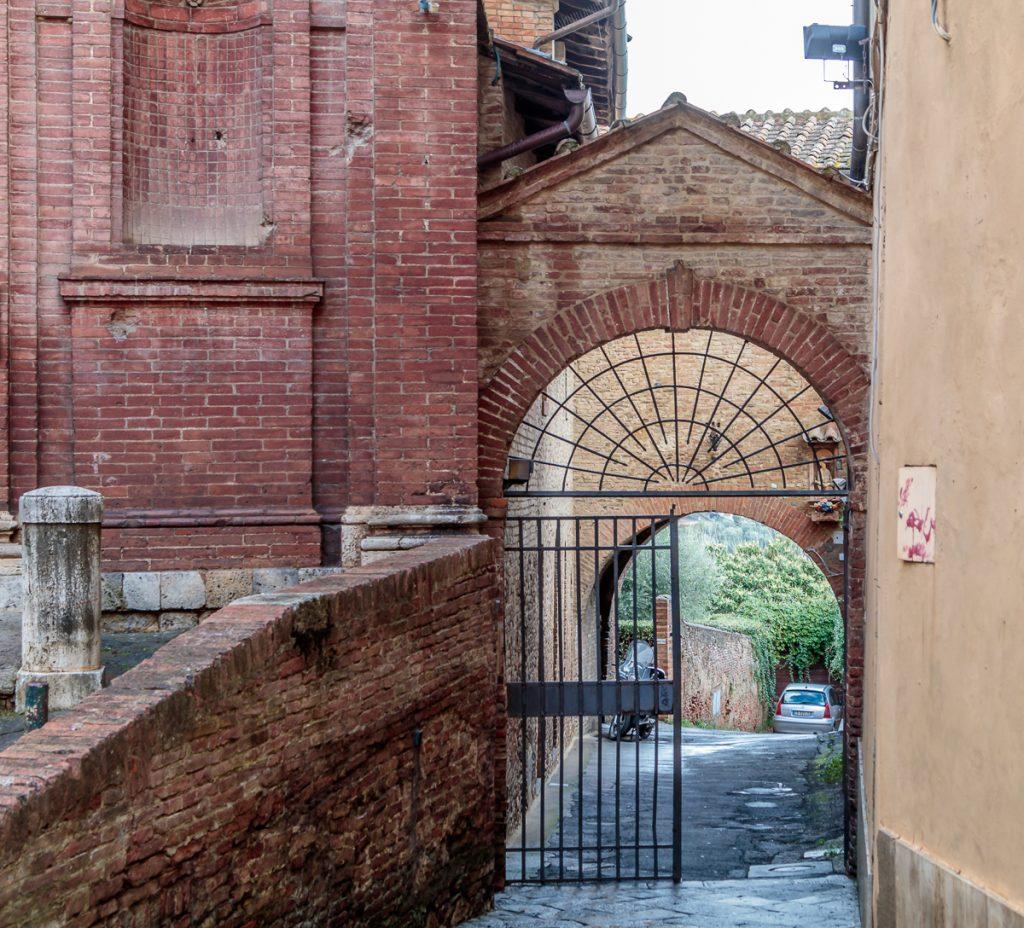 Archway Next to San Giovannino della Staffa